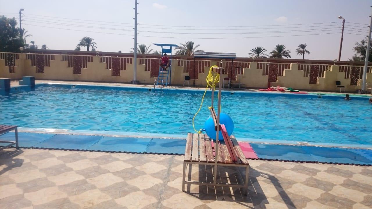 حمام سباحة نظيف ومطور