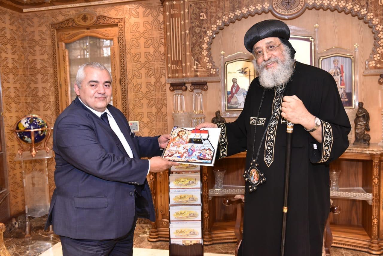 قداسة البابا يستقبل القنصل المصري بلندن (3)