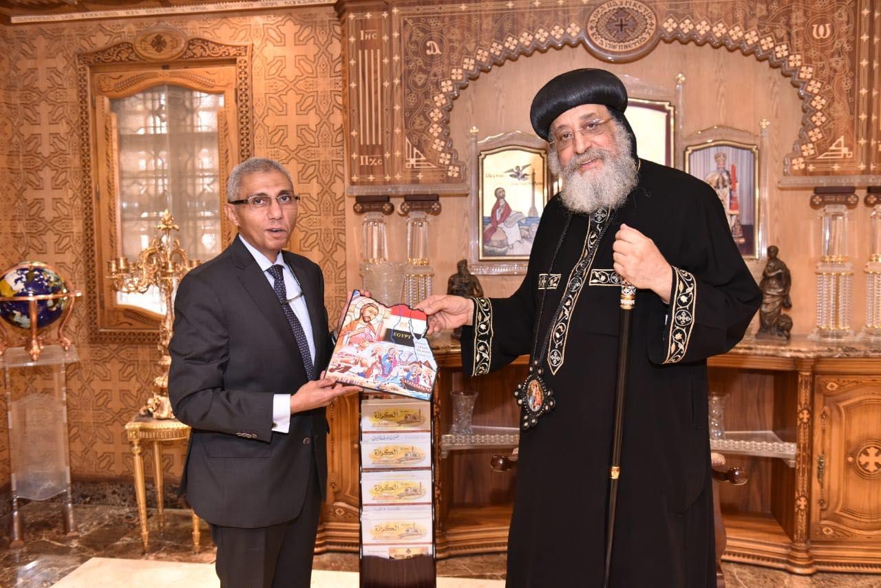 قداسة البابا يستقبل سفير مصر بالبحرين (3)