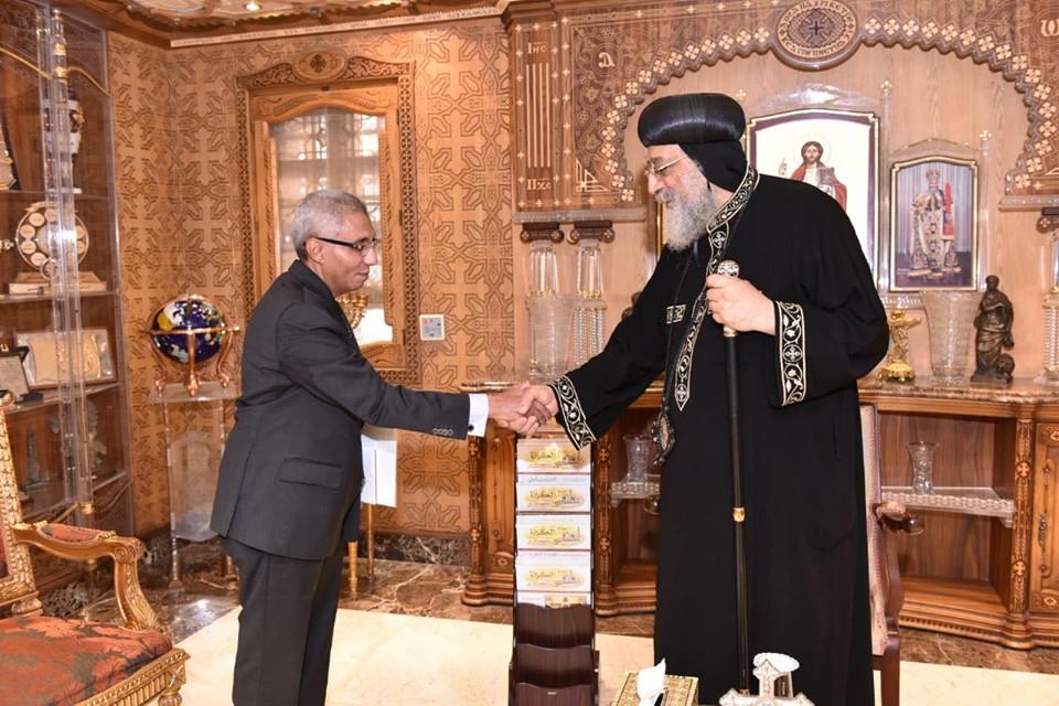 قداسة البابا يستقبل سفير مصر بالبحرين (1)