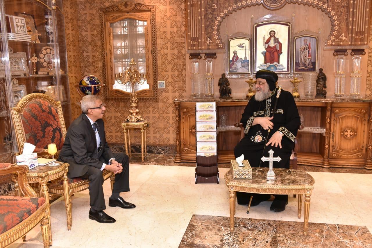 قداسة البابا يستقبل سفير مصر بالبحرين (2)