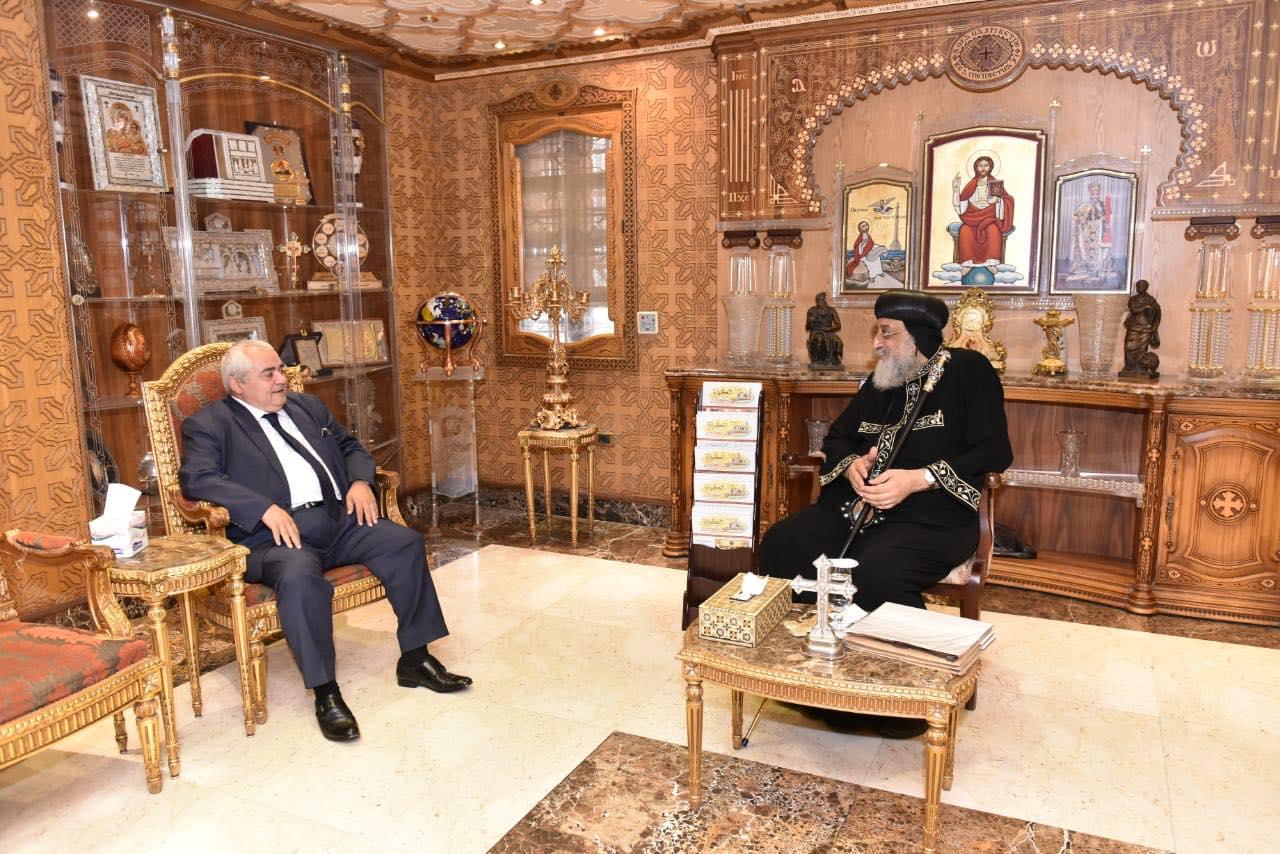 قداسة البابا يستقبل القنصل المصري بلندن (1)