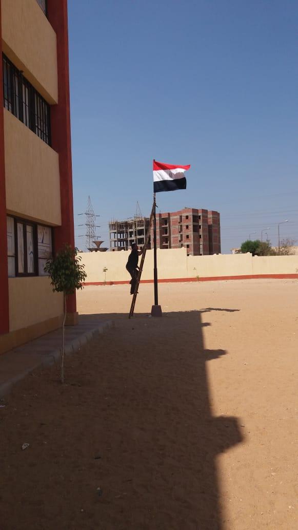 مدارس الجيزة تتزين بالأعلام استعدادا للعام الدراسي الجديد (6)