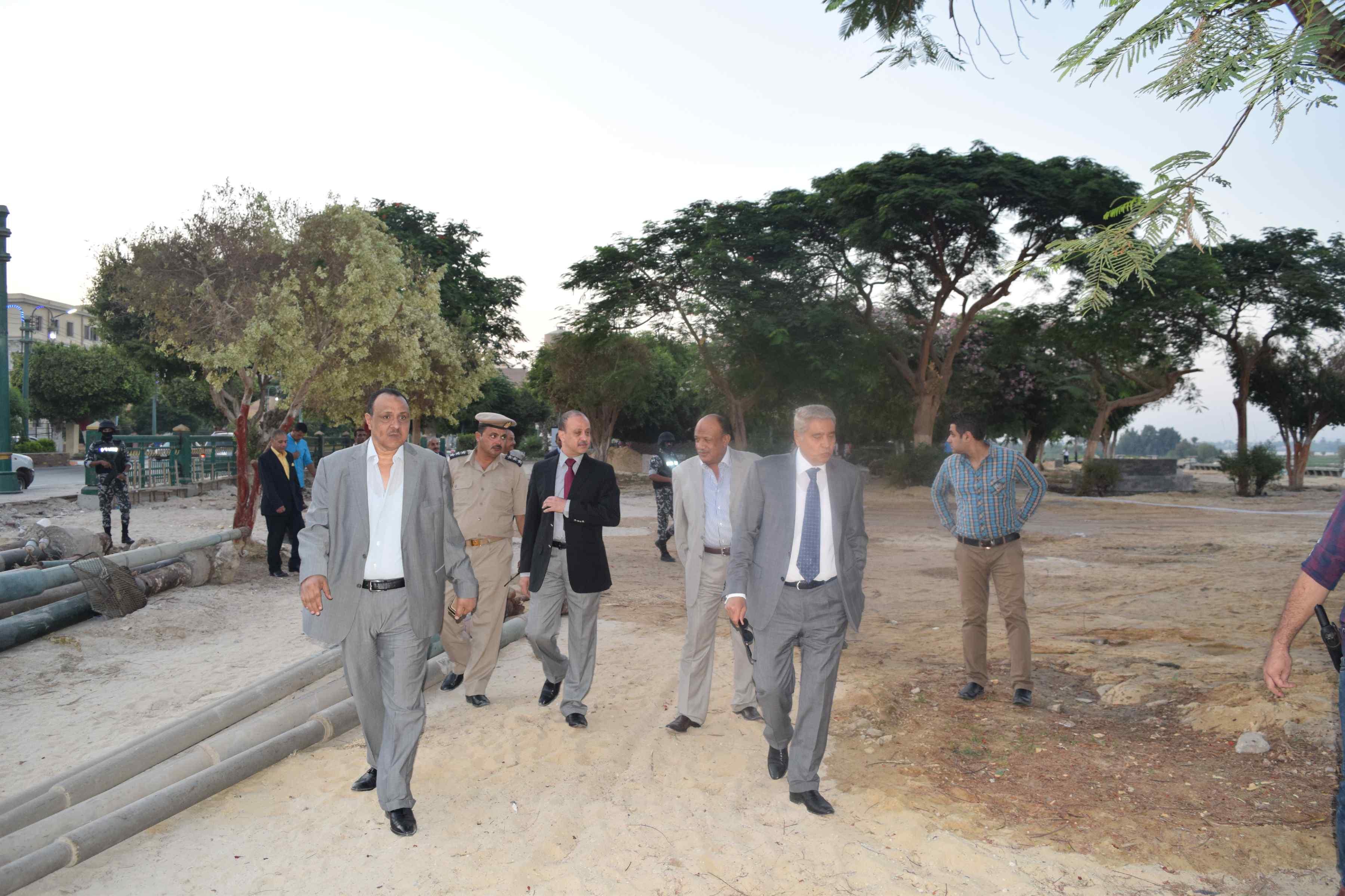 محافظ المنيا يتفقد تطوير كورنيش النيل