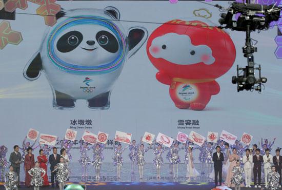 عرض-يقدمه-مجموعة-من-الصينيين-بحضور-رئيس-اللجنة-الأولمبية-الدولية