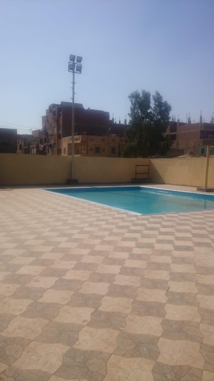 حمام سباحة صغير