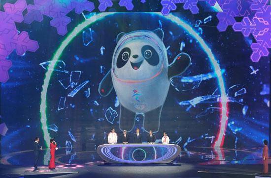 رئيس-اللجنة-الدولية-بصحبة-عدد-من-المسئولين-الأولمبيين-بالصين