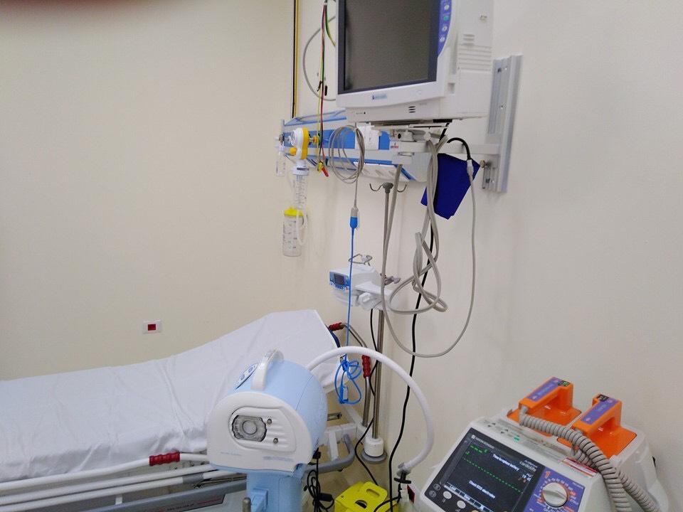 أجهزة طبية حديثة فى غرف المرضى