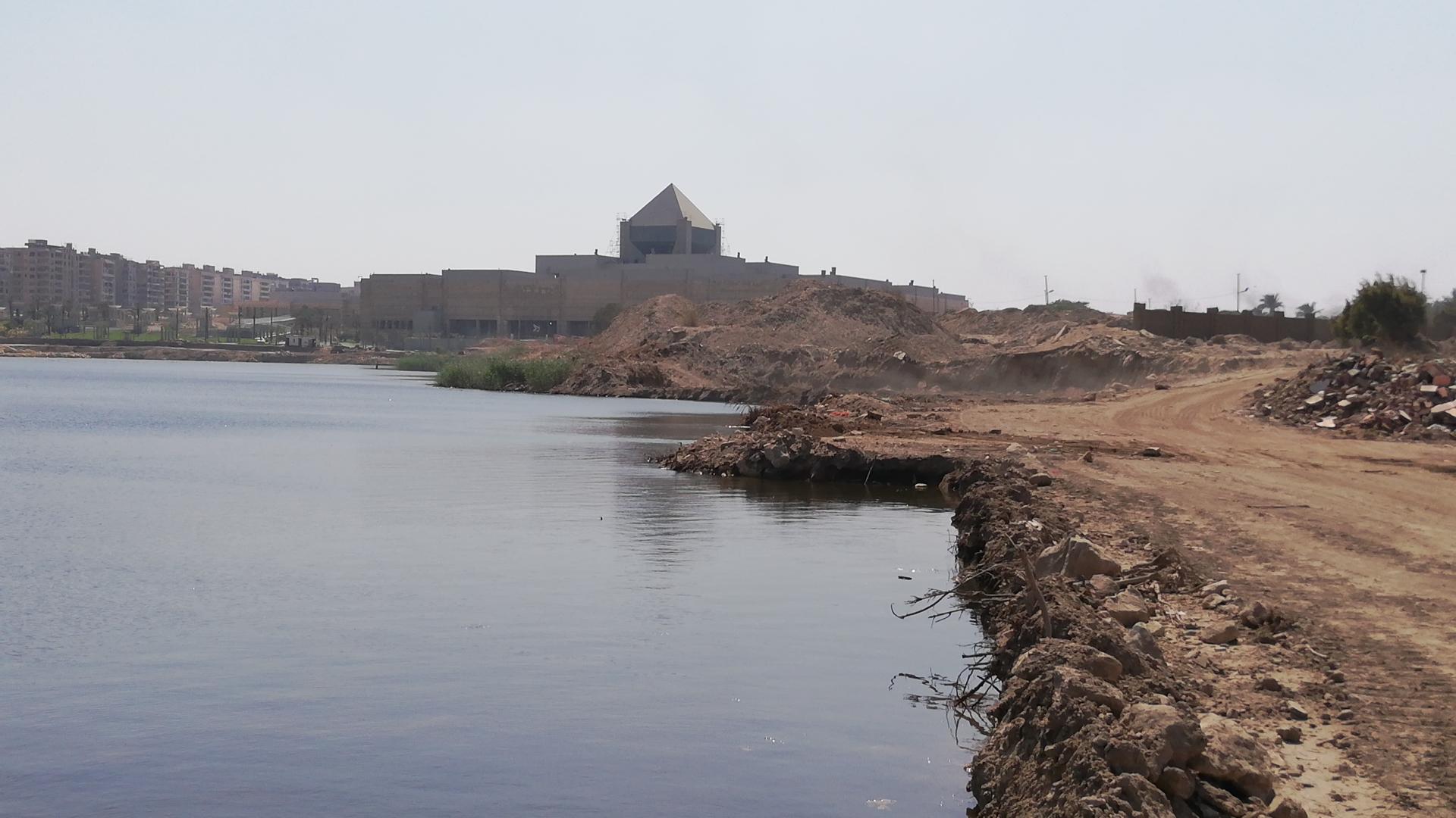 أعمال التطوير بمحيط البحيرة التى تجرى الأن