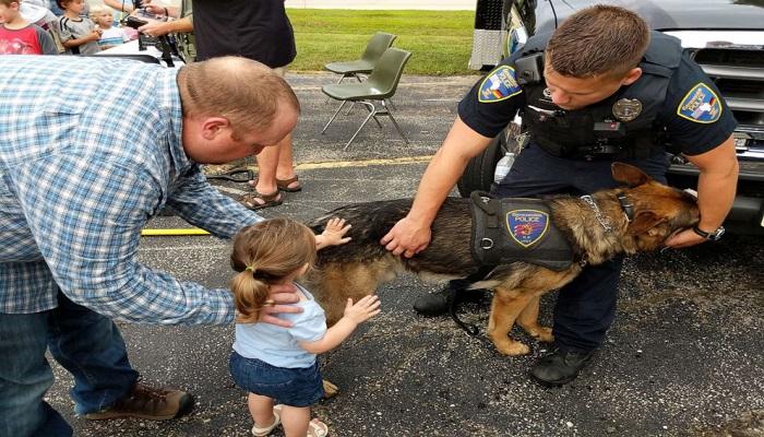 133-012202-3-year-old-lemonade-stand-raises-police-dog-2