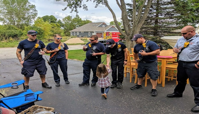 133-012203-3-year-old-lemonade-stand-raises-police-dog-5