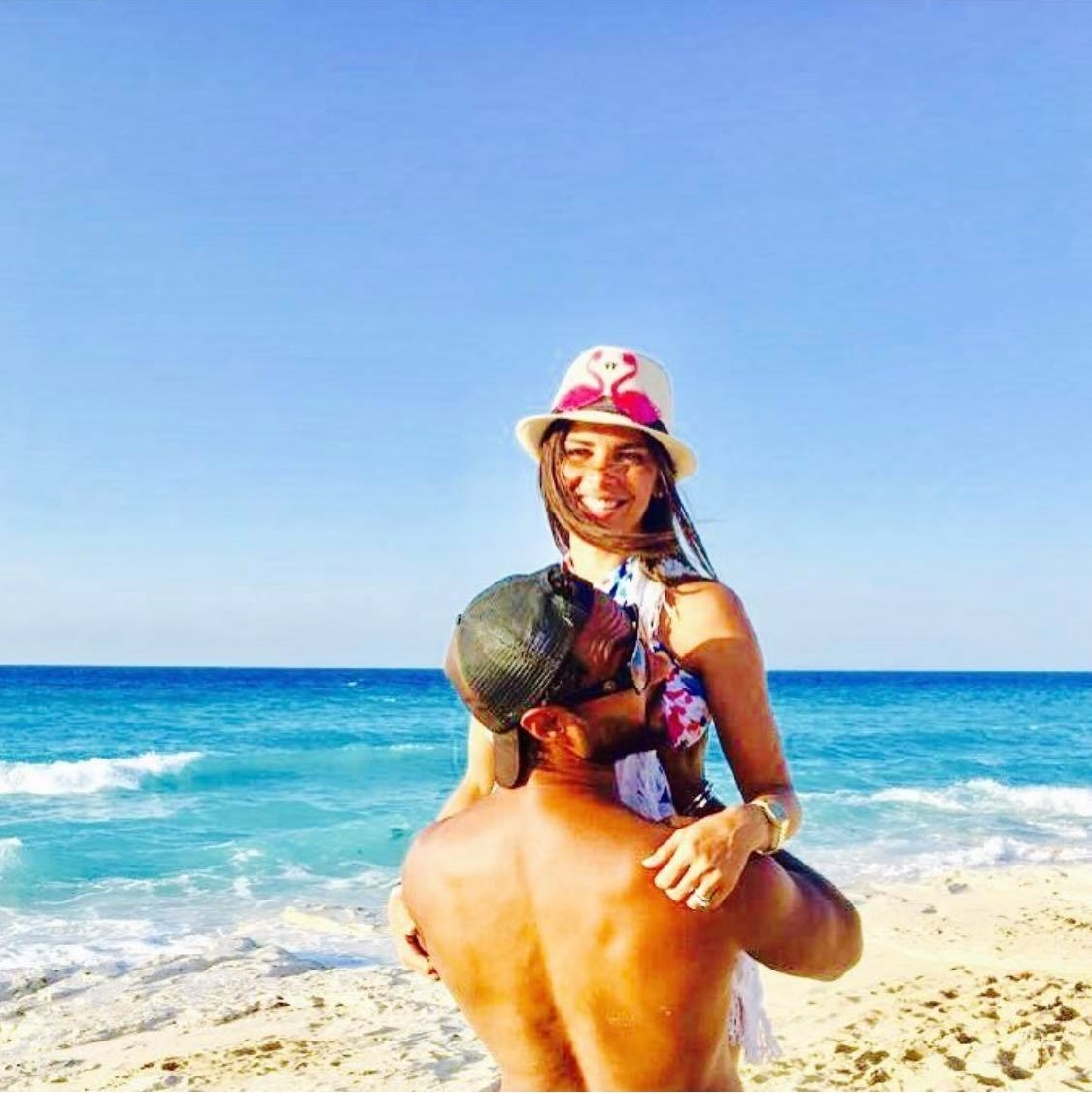 رومانسية كريم فهمي مع زوجته (6)