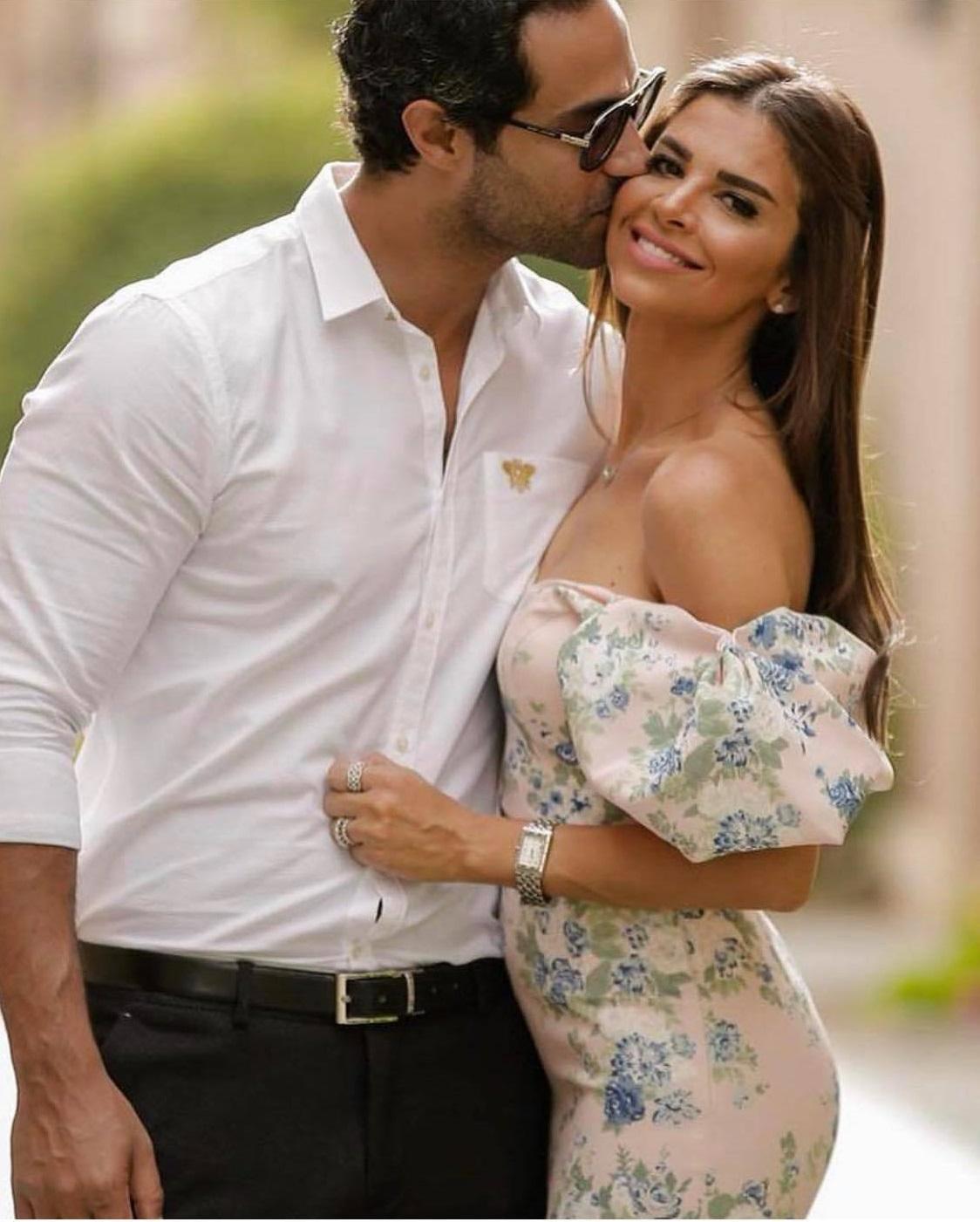 رومانسية كريم فهمي مع زوجته (2)