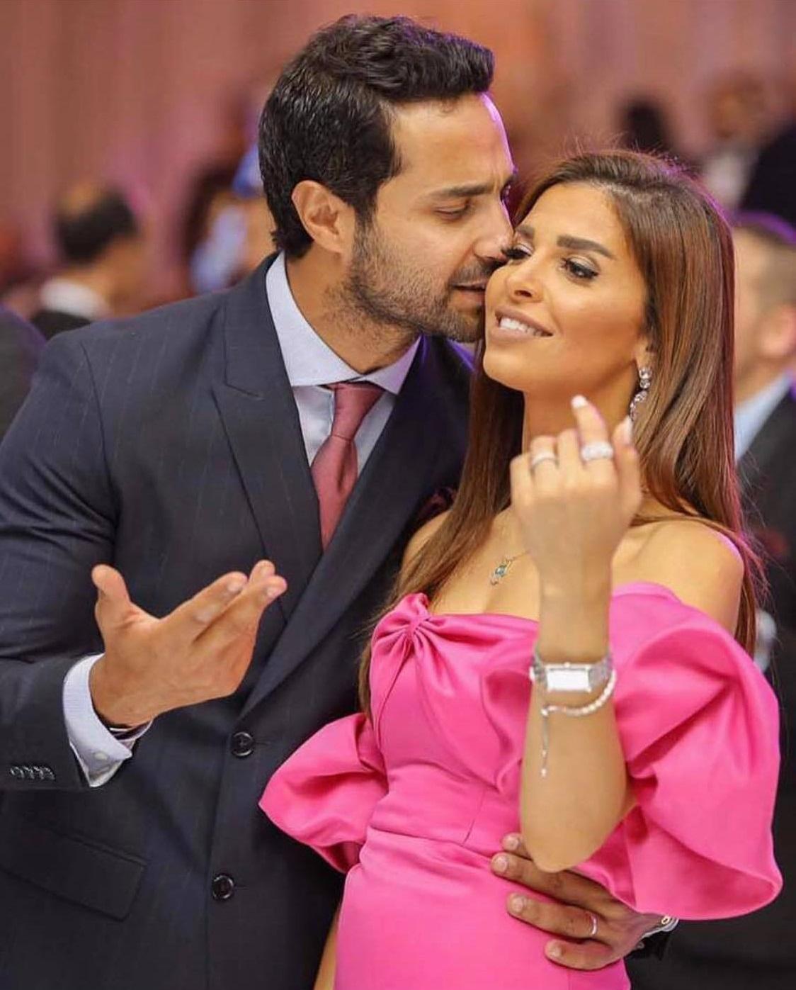 رومانسية كريم فهمي مع زوجته (5)