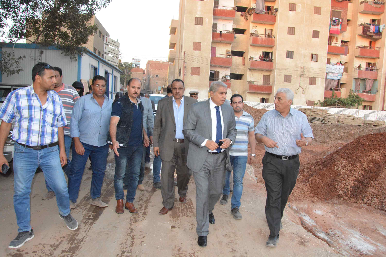محافظ المنيا يتفقد انشاء مدينة العمال (3)