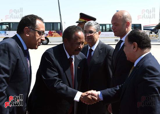 عبدالله حمدوك رئيس الوزراء السودانى عقب وصوله لمطار القاهرة