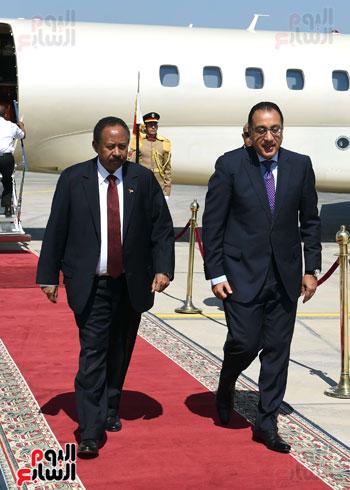مصطفى مدبولى رئيس الوزراء فى استقبال نظيرة السودانى
