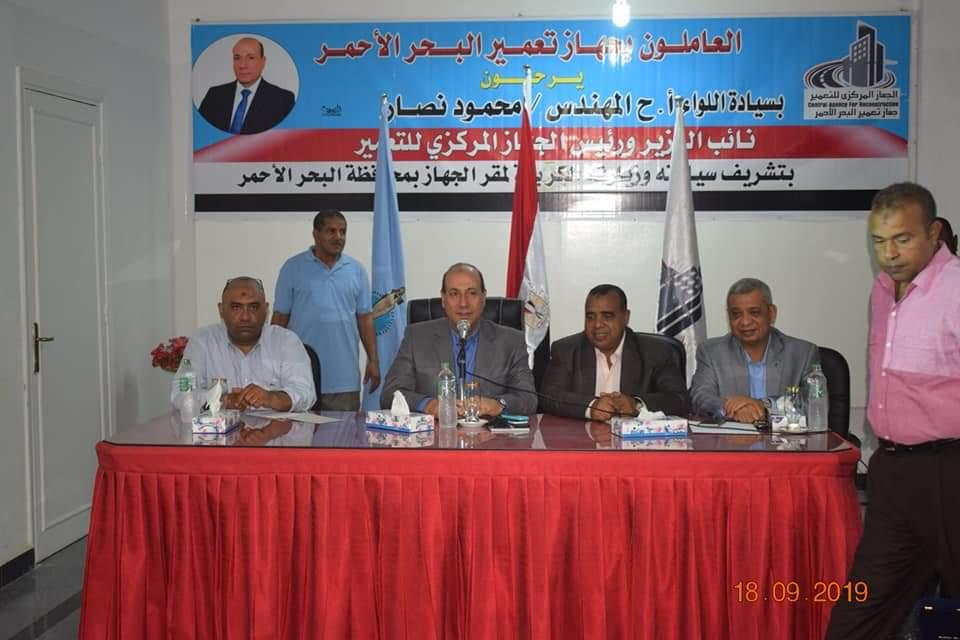 رئيس المركزى للتحرير مع العاملين بالبحر الأحمر (3)