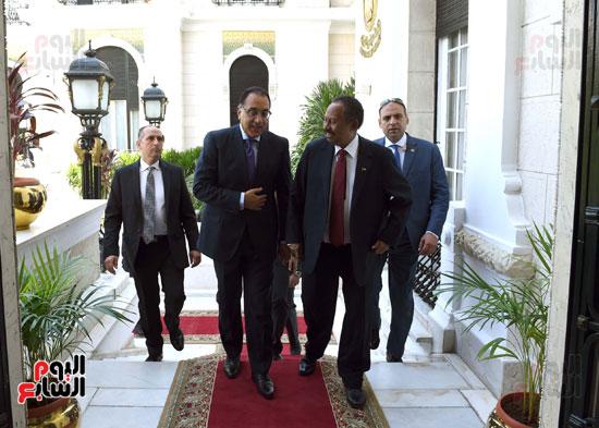 الدكتور مصطفى مدبولى و نظير السودانى عبد الله حمدوك