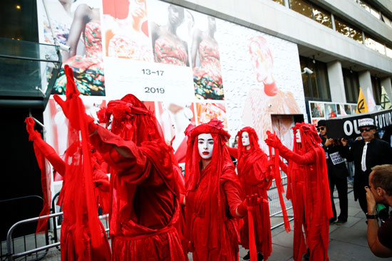 احتجاجات ضد صناعة الملابس