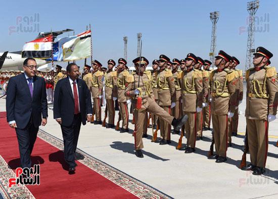 خلال مراسم الاستقبال بمطار القاهرة