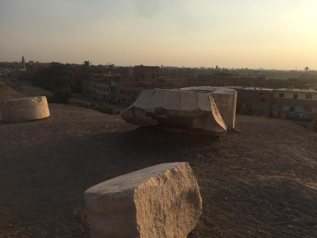 أحجار أعلى تل العزيز