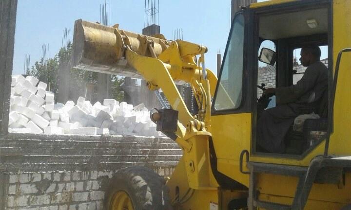 حملات مكثفة لإزالة الإشغالات والمخالفات بمركز ديرمواس بالمنيا (5)