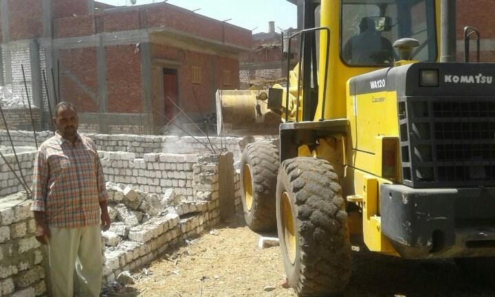 حملات مكثفة لإزالة الإشغالات والمخالفات بمركز ديرمواس بالمنيا (2)