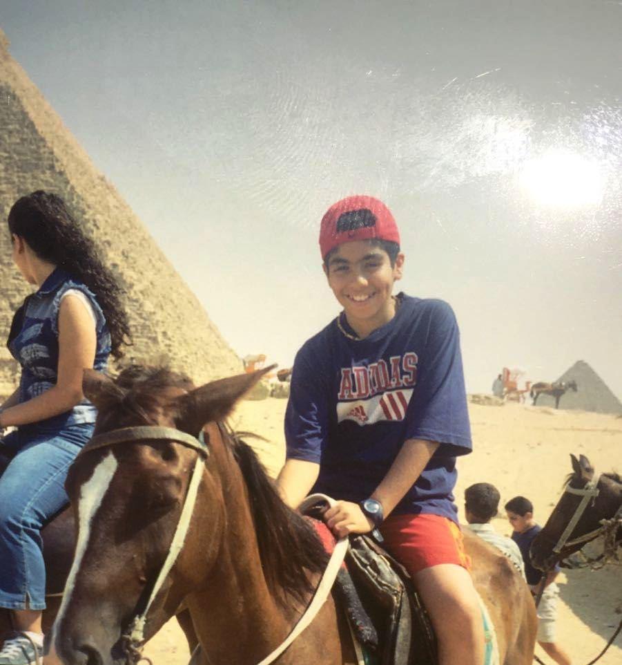 مينا مسعود فى رحلة للأهرامات