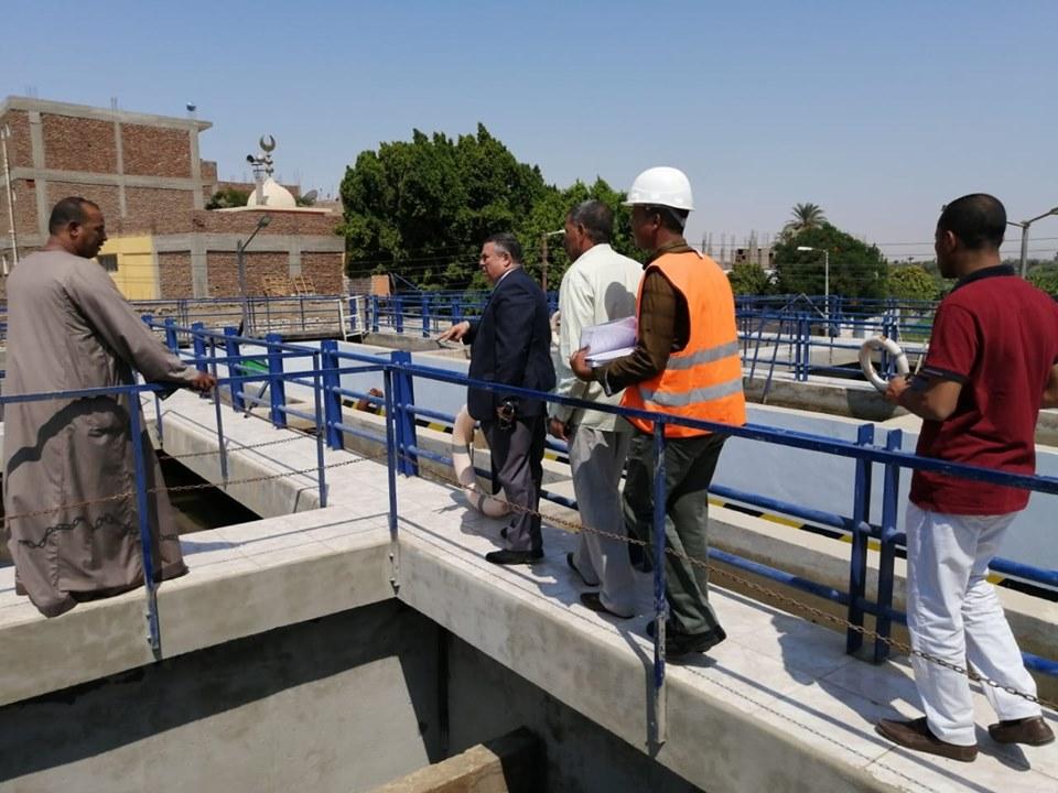 رئيس شركة مياة الأقصر يتفقد العمل في تجديد وتطويرمحطة مياة الطود المدمجة لخدمة المواطنين (3)
