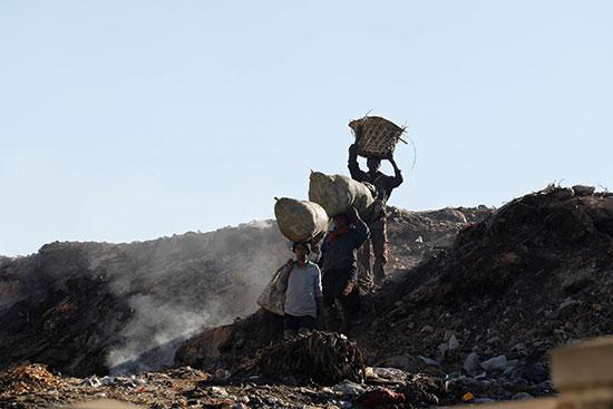 أعمال لرفع القمامة من المدينة