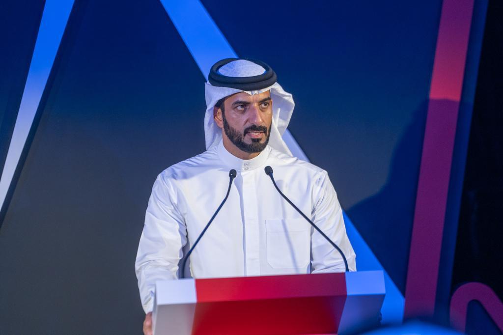 الشيخ سلطان بن احمد القاسمي رئيس مجلس الشارقة للإعلام خلال المؤتمر الصحفي