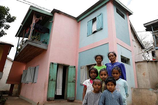 عدد من أطفال المدينة