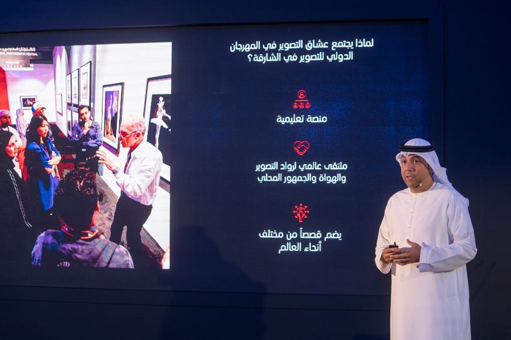 طارق سعيد علاي مدير المكتب الإعلامي لحكومة الشارقة خلال المؤتمر الصحفي