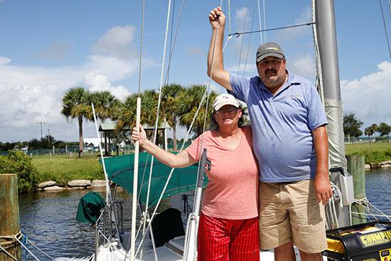 مواطن أمريكى وزوجته