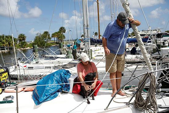 استعدادات لمواجهة الإعصار