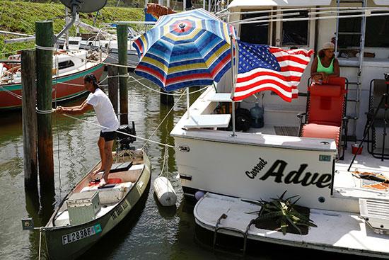 الاستعدادات على قدم وساق على السواحل الأمريكية
