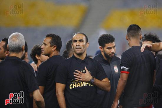 سيد عبد الحفيظ يحتفل