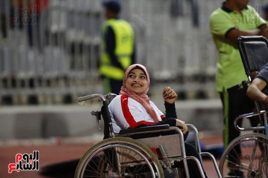 ابتسامة احدي مشجعي ذوي الاحتياجات الخاصة