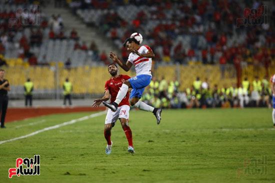 عبد الشافى ينقذ الكرة من امام حسين الشحات