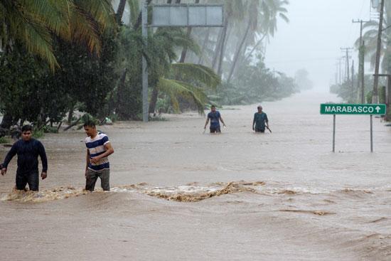 الأمطار-تغرق-الشوارع
