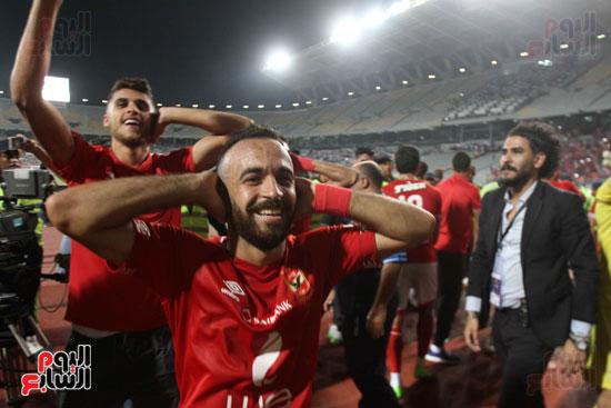 احتفال لاعبي الأهلي على طريقة مؤمن زكريا (5)