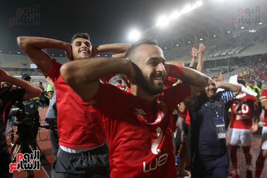 احتفال لاعبي الأهلي على طريقة مؤمن زكريا (3)