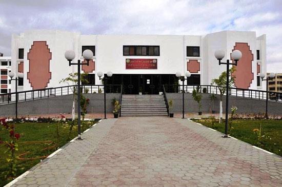 جامعة-قناة-السويس-تستعد-لبدء-الدراسة-بتجديد-وصيانة-قاعات-المحاضرات-وإنشاء-مسار-للدراجات-وبوابات-جديدة-(5)