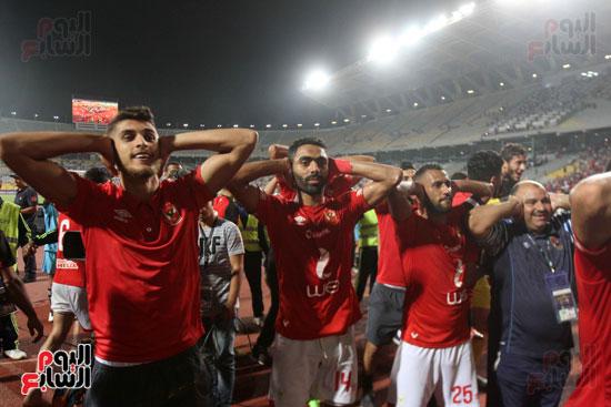 احتفال لاعبي الأهلي على طريقة مؤمن زكريا (2)