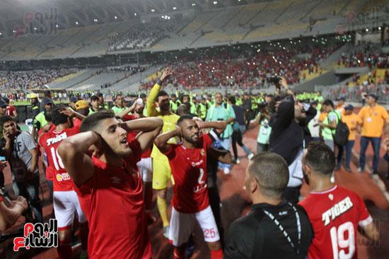 احتفال لاعبي الأهلي على طريقة مؤمن زكريا (1)