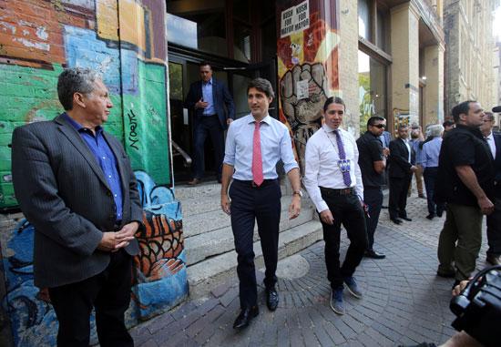 رئيس-الوزراء-الكندى-فى-طريقه-إلى-حملته-الانتخابية