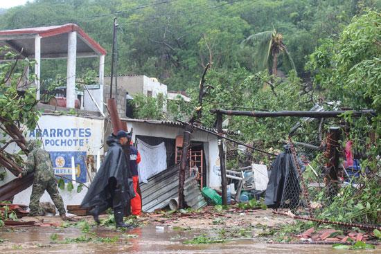خسائر-كبيرة-للمواطنين-جراء-العاصفة