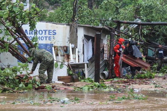 المشهد-المؤسف-بالمناطق-التى-ضربها-الإعصار-بالمكسيك