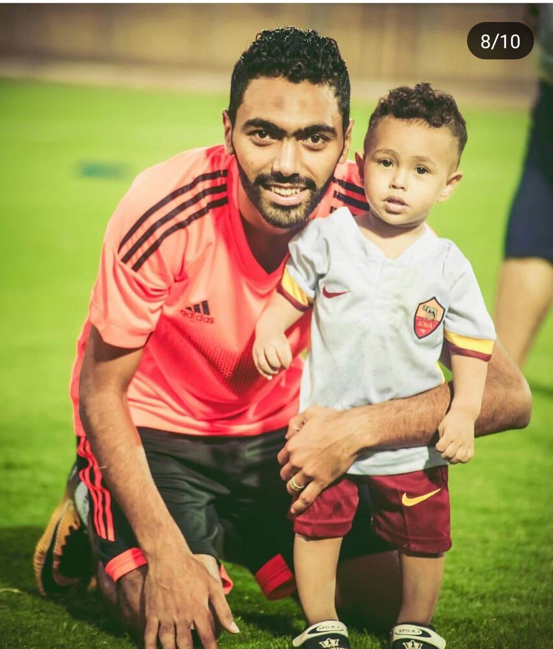 حسين الشحات مع أبناؤه